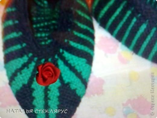 Цветочки из ленточек так и просились на этот черно - зеленый фон.