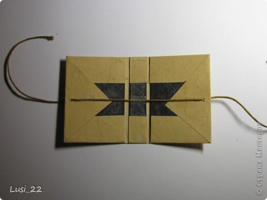 Вот такие  миниатюрные блокнотики у меня получились. Делала по этому МК http://scrapshopchallenge.blogspot.com/2010/11/quest.html фото 13
