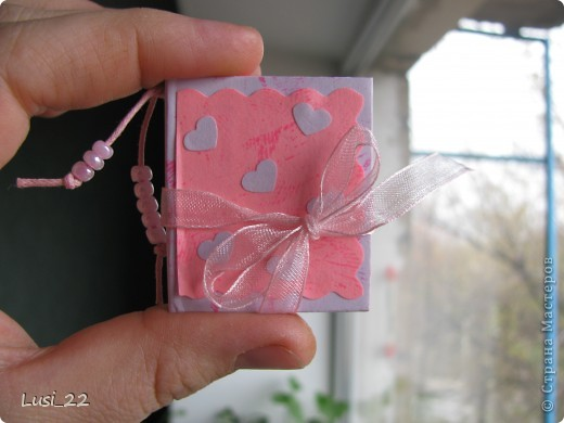 Вот такие  миниатюрные блокнотики у меня получились. Делала по этому МК http://scrapshopchallenge.blogspot.com/2010/11/quest.html фото 19