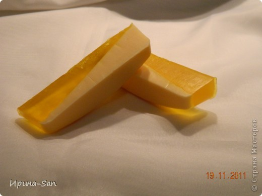 Как и все начала с перевара детского ))) Молоко+глицерин+касторовое масло+масло календулы. ЭМ корица и апельсин. Сухие лепестки календулы.  фото 6