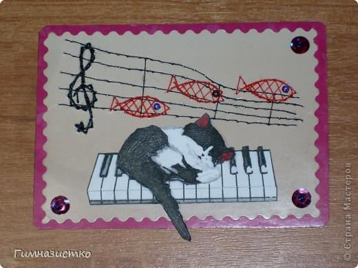 """Мои карточки АТС для игры. Первая: """"Сладкие сны"""" музыкального котенка. Рыбки и скрипичный ключ - изонить, сам котенок объемный (три слоя), по углам пайетки и бисер. фото 1"""