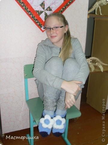 """Добрый день!!! Вас приветствуют девочки из кружка """"Домоводство""""! Так выглядело начало игры """"презент от Голубки""""! Все носочки хороши, выбирай на вкус! Конечно, выбирали модели попроще, и повторяли за кем ни будь, т.к. нам далеко ещё до мастеров! Спасибо за идеи! фото 28"""