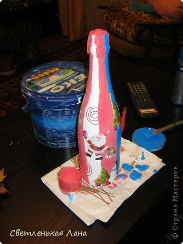 После того, как моя дочь увидала мою бутылочку, которую я украсила к Новому году, она сразу взялась за работу.  фото 4