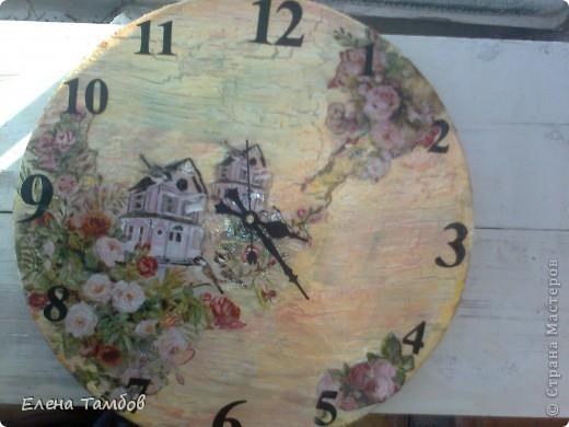 Здравствуйте дорогие мастерицы. Большое спасибо всем за МК. Вот я и решилась сделать часы на виниловой пластинке. Картинку нашла в инете, распечатала в 2 экземплярах: крупнее и поменьше. Предварительно дизайн не обдумывала, решила дать волю рукам и фантазии. Часики получились в китайском стиле. фото 2