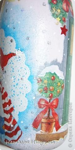 Вот попробовала сделать новогоднюю бутылку. Очень мне это дело понравилось! Кроме процесса...зарядилась хорошим настроением и чувством приближения скорого праздника  фото 8