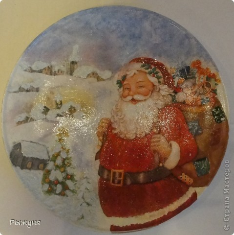 """Здравствуйте Мастерицы!!!! Зима на дворе и поэтому  опять новогодние тарелочки.Использовала мотивы нескольких салфеток, пасту """"белый снег"""", глиттерную пасту, финишный лак Тиккурила фото 2"""