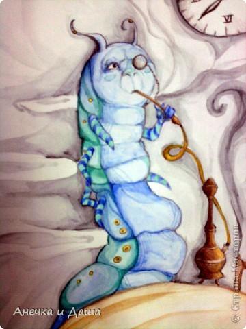 """Здравствуйте! Сегодня я покажу вам некоторые из моих рисунков. На этом фото можно увидеть эскиз и основной рисунок """" Комната Алисы"""". Эта работа выставлялась на конкурс по оформлению комнат, интересным решениям. фото 3"""