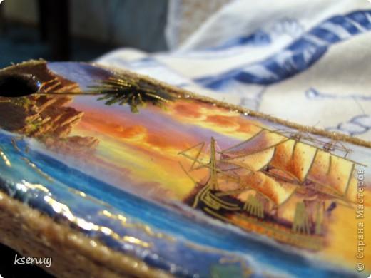 """А это """"пробы пера"""" в декорировании пластиковых поверхностей.  Использована щетка для одежды, открытка, акриловые краски, бечевка. фото 1"""