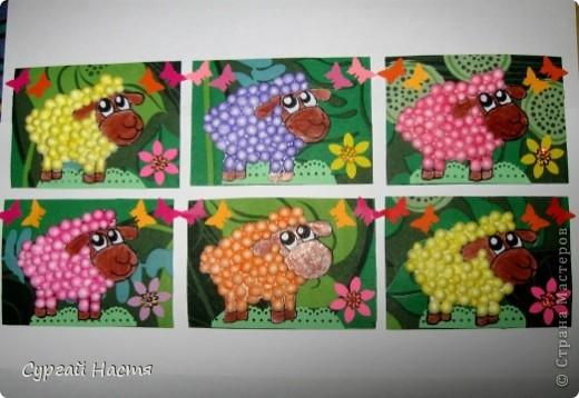 Здравствуйте, дорогие мастерицы, сегодня наконец-то доделала серию овечек. Делала их очень долго, так как каждый шарик трудно приклееть. В работе использовала салфеточку от Ольги Ивановой, дырокольности от ШМыГа и bagira1965, за что им большое спасибо, а также пенопластовые шарики, окрашенные фломастерами.  Первыми выбирают мои кредиторы их у меня 2. фото 1