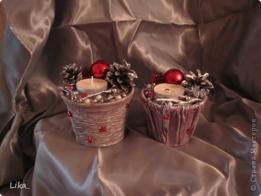 И у меня,гдядя на всех, наконец-то наступило новогоднее настроение,вот такие получились подсвечники.Горшочек рассадочный 9см,задекорирован тканью,покрашен гуашью+ акрил серебро,залит гипсом,шарики маленькие елочные,шишки,мишура,бусинки,веточки посеребрила акрилом.Может идейка пригодится. фото 2