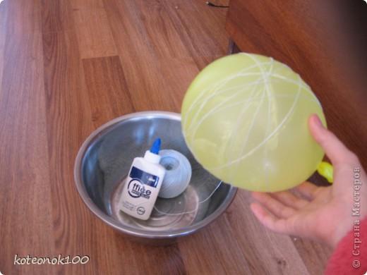 Изготовка таких шариков не занимает много времени, это легко и красиво. Они прекрасно украсят ваш дом перед наступающим праздником. фото 7