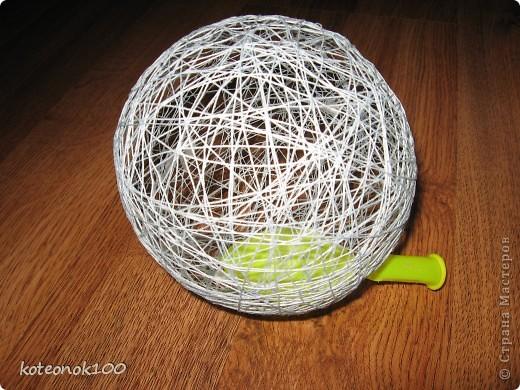 Изготовка таких шариков не занимает много времени, это легко и красиво. Они прекрасно украсят ваш дом перед наступающим праздником. фото 9