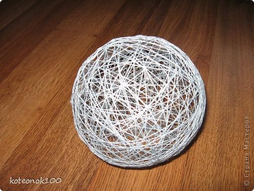 Изготовка таких шариков не занимает много времени, это легко и красиво. Они прекрасно украсят ваш дом перед наступающим праздником. фото 1
