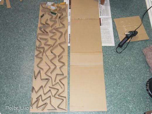 В просторах инета увидела как люди делают мебель из картона вот и загорелась идеей сделать полку. Вот здесь видно как я делала сами части полки фото 1