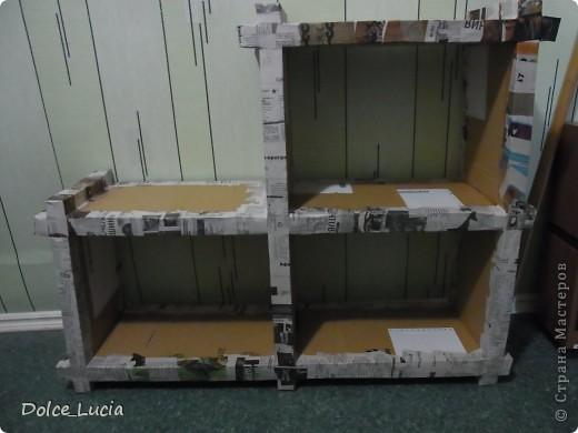 В просторах инета увидела как люди делают мебель из картона вот и загорелась идеей сделать полку. Вот здесь видно как я делала сами части полки фото 3