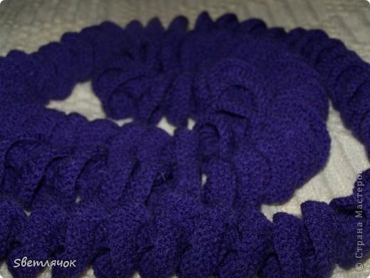 2 м шарф, связанный на день рождения. Хотела еще ободок сделать другим цветом но владелица попросила чтоб был однотонный. Что же, как говорят, хозяин барин! фото 2