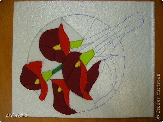 С момента появления в интернете техники «Пэчворк без иголки» появилась идея воплощения этой техники в бумаге. Вот, наконец, претворила  идею в жизнь. Ребята в моем детском объединении подхватили ёе на «Ура».  Пэчворк это техника, использующая кусочки разноцветных тканей. Естественно в бумажном пейчворке  мы будем использовать кусочки бумаги, а именно креповой бумаги, которая как и ткань имеет долевое направление, в котором она растягивается. фото 12