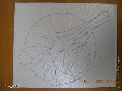 С момента появления в интернете техники «Пэчворк без иголки» появилась идея воплощения этой техники в бумаге. Вот, наконец, претворила  идею в жизнь. Ребята в моем детском объединении подхватили ёе на «Ура».  Пэчворк это техника, использующая кусочки разноцветных тканей. Естественно в бумажном пейчворке  мы будем использовать кусочки бумаги, а именно креповой бумаги, которая как и ткань имеет долевое направление, в котором она растягивается. фото 5