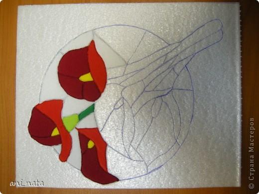 С момента появления в интернете техники «Пэчворк без иголки» появилась идея воплощения этой техники в бумаге. Вот, наконец, претворила  идею в жизнь. Ребята в моем детском объединении подхватили ёе на «Ура».  Пэчворк это техника, использующая кусочки разноцветных тканей. Естественно в бумажном пейчворке  мы будем использовать кусочки бумаги, а именно креповой бумаги, которая как и ткань имеет долевое направление, в котором она растягивается. фото 11