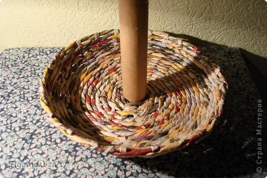 Для хороших ребят из кружка плетения из газет выкладываю этот мастер-класс.  Нам кроме газет понадобится картонная труба из под фольги. фото 3