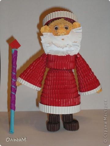 Деда Мороза сделала моя дочка. Кое-где виден клей конечно. Но это её первая работа с помощью клеевого пистолета.  фото 1