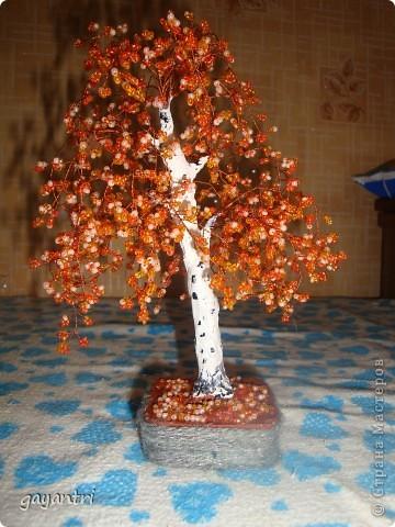 Дерево- светильник на день рождения. Немного неудачно получился фонарь, покосился. Отдельно включается фонарь, и еще светодиод на дереве, которые меняют цвет. фото 3