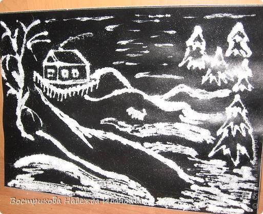 Рисование солью  сначала нужно сделать рисунок клеем ПВА на бумаге, затем засыпать всё солью, после высыхания стряхнуть лишнюю соль. фото 3