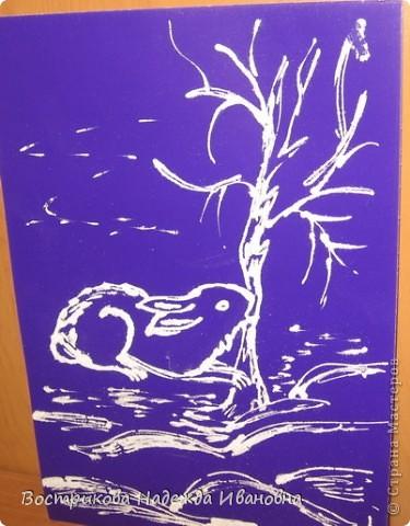 Рисование солью  сначала нужно сделать рисунок клеем ПВА на бумаге, затем засыпать всё солью, после высыхания стряхнуть лишнюю соль. фото 7