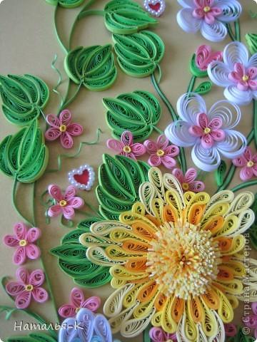 Вот такое сердечное гнёздышко в красивых зарослях цветов у меня получилось. У наших дочери и зятя 23 ноября - 10 летие со дня свадьбы!Картина для них, ну и конечно же ещё плюс денежный подарок. фото 11