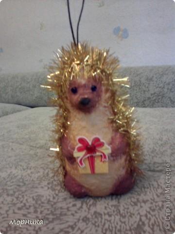 Ежик идет на праздник. фото 1