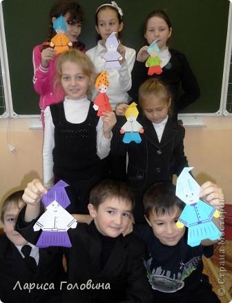"""Таких гномиков мы делали с третьеклассниками. Дети говорят, что они похожи на Смурфиков. Поделку делали по книге С. Афонькина """"Аппликация и оригами"""" фото 5"""