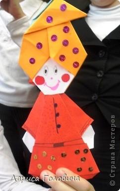 """Таких гномиков мы делали с третьеклассниками. Дети говорят, что они похожи на Смурфиков. Поделку делали по книге С. Афонькина """"Аппликация и оригами"""" фото 1"""