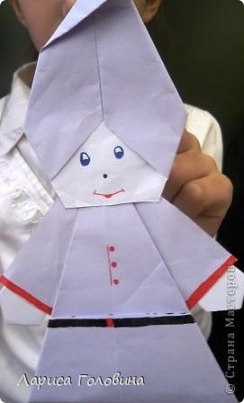 """Таких гномиков мы делали с третьеклассниками. Дети говорят, что они похожи на Смурфиков. Поделку делали по книге С. Афонькина """"Аппликация и оригами"""" фото 3"""