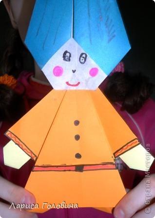 """Таких гномиков мы делали с третьеклассниками. Дети говорят, что они похожи на Смурфиков. Поделку делали по книге С. Афонькина """"Аппликация и оригами"""" фото 4"""