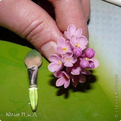 О бульках в Стране  уже не раз говорили…Чаще этот инструмент используют мастерицы, делающие цветы из ткани, и многие их приемы нам подходят (ещё раз подчеркну))). Вот и в лепке - это очень необходимый предмет. Я пыталась их в некоторых случаях заменить бусинами, можно сказать, что неплохо. Главное брать гладкие бусины, стеклянные, без «ребрышка»- склейки, хорошо крепить на шпажке или спице, и замазывать дырочку, чтобы случайно при их повороте не получились пупырышки. Я догадывалась, что их можно сделать собственноручно с помощью шариков подшипника, и Олин папа меня убедил https://stranamasterov.ru/node/176771 (к тому же здесь в посте много полезностей), а уж я своего мужа подбила)))) Он сделал мне аж 3 двухсторонних бульки разных размеров. Думаю мужчинам надо только дать задание, а уж они справятся!))) Вот попросила мужа написать об этом, далее его слова (типа МК)) Понадобится:  - шарики с подшипников разных диаметров;  - несколько металлических стержней диаметром 3-5 мм, длину подбирать чтоб удобно было в руке держать и вращать  (в качестве стержня прекрасно подойдут сварочные электроды(только не нержавейка) которые надо зачистить до блеска)). Также подойдут длинные шурупы по дереву или металлу, у которых есть место свободное от резбы длиной 10-15 см, именно оно и понадобится; - паяльник, припой с флюсом и паяльная кислота; - маленькие тиски или струбцина. На крайний случай и простые пассатижи подойдут с натянутой на ручки резинкой. Это надо чтоб зажать шарик к которому будем припаиваться. - терпение, отсутствие под ухом нетерпеливых и 15 минут времени . Для начала надо про лудить стержень. Половину стержня смачиваем  паяльной кислотой и лудим паяльником, затем вторую половинку. Зажимаем шарик в тиски, струбцину или пассатижи. Капаем маленькую капельку паяльной кислоты на шарик. На стержень паяльником наносим слой припоя и в разогретом состоянии прикладываем стержень к шарику , подогреваем место пайки паяльником. Желательно пользоваться паяльником с тонким жалом и 