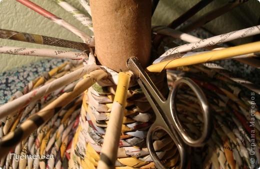 Для хороших ребят из кружка плетения из газет выкладываю этот мастер-класс.  Нам кроме газет понадобится картонная труба из под фольги. фото 12