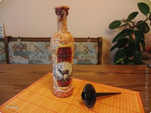 Скромная бутылочка для свечи. Работа грубовата, но так и было задумано, т.к. предназначена для винного погреба, а стильная вещь там будет просто  неуместна.  фото 1