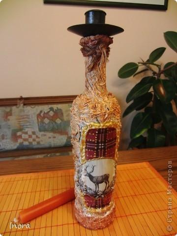 Скромная бутылочка для свечи. Работа грубовата, но так и было задумано, т.к. предназначена для винного погреба, а стильная вещь там будет просто  неуместна.  фото 2