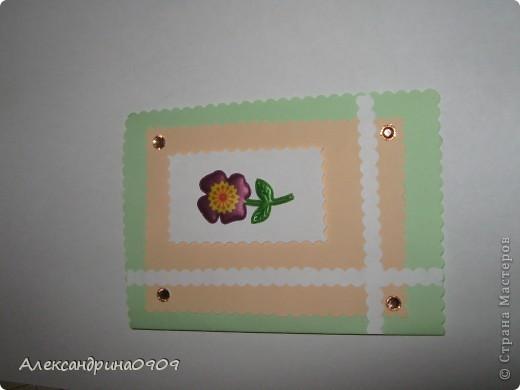 Такие открытки делали сегодня первоклашки на мероприятии ко Дню Матери. Материал - обычная бумага для принтера и наклейки в виде цветочков\ бабочек. Инструменты- дырокол угла, фигурные ножницы, скотч двусторонний объёмный. фото 5