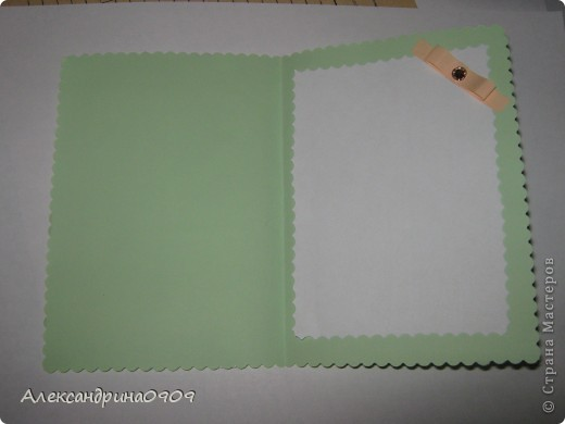 Такие открытки делали сегодня первоклашки на мероприятии ко Дню Матери. Материал - обычная бумага для принтера и наклейки в виде цветочков\ бабочек. Инструменты- дырокол угла, фигурные ножницы, скотч двусторонний объёмный. фото 4
