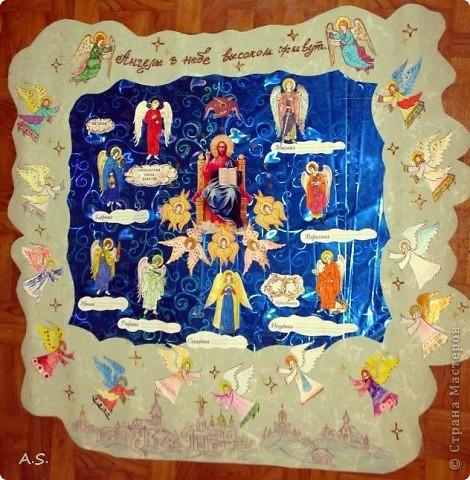 """Ангелы в небе высоком живут, Богу Всевышнему славу поют, К небу возносят молитвы людей, Сладкие грёзы детей. Господи мой, сердце открой, Дай мне услышать ангельский хор! Господи мой, сердце открой, Знаю, Ты Бог живой! Ангелов Бог посылает с небес Для возвещения Божьих чудес, Веру и радость приносят они, Вестники Божьей любви.  Ко дню Архистратига Михаила и всех небесных сил бесплотных (21 ноября) делали с ребятами в Воскресной школе такую коллективную работу. Раздавала детям рисунки Ангелов, они их раскрашивали-дорисовывали и наклеивали на """"набо"""". фото 15"""