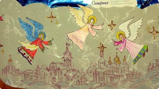 """Ангелы в небе высоком живут, Богу Всевышнему славу поют, К небу возносят молитвы людей, Сладкие грёзы детей. Господи мой, сердце открой, Дай мне услышать ангельский хор! Господи мой, сердце открой, Знаю, Ты Бог живой! Ангелов Бог посылает с небес Для возвещения Божьих чудес, Веру и радость приносят они, Вестники Божьей любви.  Ко дню Архистратига Михаила и всех небесных сил бесплотных (21 ноября) делали с ребятами в Воскресной школе такую коллективную работу. Раздавала детям рисунки Ангелов, они их раскрашивали-дорисовывали и наклеивали на """"набо"""". фото 4"""