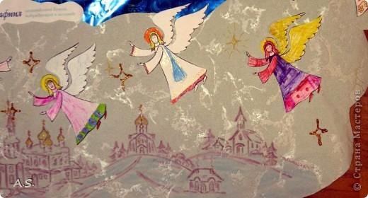 """Ангелы в небе высоком живут, Богу Всевышнему славу поют, К небу возносят молитвы людей, Сладкие грёзы детей. Господи мой, сердце открой, Дай мне услышать ангельский хор! Господи мой, сердце открой, Знаю, Ты Бог живой! Ангелов Бог посылает с небес Для возвещения Божьих чудес, Веру и радость приносят они, Вестники Божьей любви.  Ко дню Архистратига Михаила и всех небесных сил бесплотных (21 ноября) делали с ребятами в Воскресной школе такую коллективную работу. Раздавала детям рисунки Ангелов, они их раскрашивали-дорисовывали и наклеивали на """"набо"""". фото 5"""