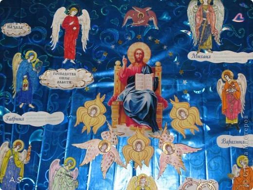 """Ангелы в небе высоком живут, Богу Всевышнему славу поют, К небу возносят молитвы людей, Сладкие грёзы детей. Господи мой, сердце открой, Дай мне услышать ангельский хор! Господи мой, сердце открой, Знаю, Ты Бог живой! Ангелов Бог посылает с небес Для возвещения Божьих чудес, Веру и радость приносят они, Вестники Божьей любви.  Ко дню Архистратига Михаила и всех небесных сил бесплотных (21 ноября) делали с ребятами в Воскресной школе такую коллективную работу. Раздавала детям рисунки Ангелов, они их раскрашивали-дорисовывали и наклеивали на """"набо"""". фото 2"""