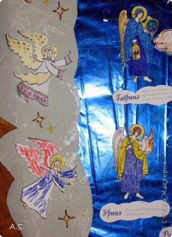 """Ангелы в небе высоком живут, Богу Всевышнему славу поют, К небу возносят молитвы людей, Сладкие грёзы детей. Господи мой, сердце открой, Дай мне услышать ангельский хор! Господи мой, сердце открой, Знаю, Ты Бог живой! Ангелов Бог посылает с небес Для возвещения Божьих чудес, Веру и радость приносят они, Вестники Божьей любви.  Ко дню Архистратига Михаила и всех небесных сил бесплотных (21 ноября) делали с ребятами в Воскресной школе такую коллективную работу. Раздавала детям рисунки Ангелов, они их раскрашивали-дорисовывали и наклеивали на """"набо"""". фото 9"""