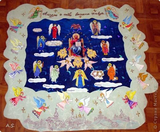 """Ангелы в небе высоком живут, Богу Всевышнему славу поют, К небу возносят молитвы людей, Сладкие грёзы детей. Господи мой, сердце открой, Дай мне услышать ангельский хор! Господи мой, сердце открой, Знаю, Ты Бог живой! Ангелов Бог посылает с небес Для возвещения Божьих чудес, Веру и радость приносят они, Вестники Божьей любви.  Ко дню Архистратига Михаила и всех небесных сил бесплотных (21 ноября) делали с ребятами в Воскресной школе такую коллективную работу. Раздавала детям рисунки Ангелов, они их раскрашивали-дорисовывали и наклеивали на """"набо"""". фото 1"""