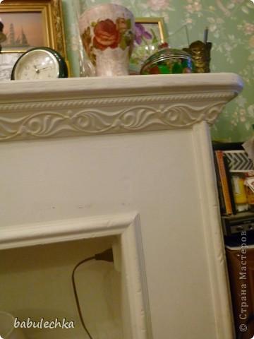 Камин белого цвета .стргих пропорций и без лишних украшений. фото 3