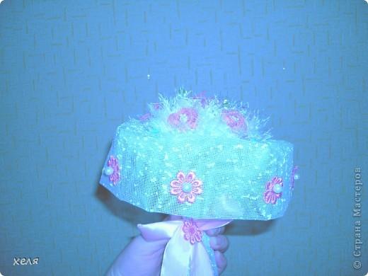 Свадебный букет из бисера розы на снегу.