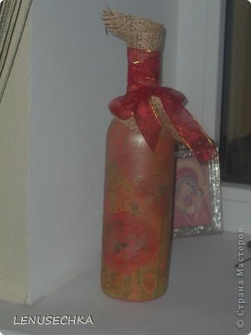 """Добрый день, дорогие мастерицы!  Выставляю на обозрение и на обсуждение мою вторую работу в технике """"декупаж"""" по бутылке. Конечно, это не идеал, но по моему лучше чем предыдущая бутылка получилось?!   Жду Ваших комментариев и отзывов.  Всем удачи!!!  фото 4"""
