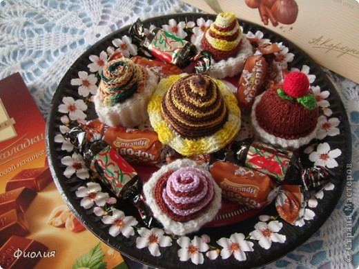 1 декабря-День Рождение нашей страны-Страны Мастеров! От всей души поздравляю создателей этой прекрасной Страны Татьяну Николаевну и Анупа,всех Мастеров и Мастериц с этим событием и приглашаю всех на праздничное чаепитие! К чаю подаю всем пирожное. фото 5